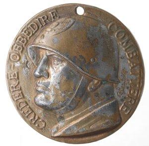 D/ Medaglie. Medaglia Mussolini. Br. CREDERE OBBEDIRE COMBATTERE. Opus Rivolta. Diametro mm. 40. BB+. Forata.