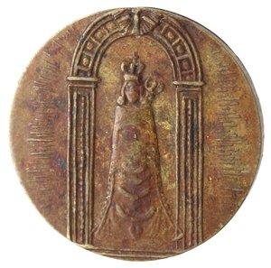 R/ Medaglie. Loreto. Medaglia devozionale. La B.V. di Loreto. R/ La Vergine con il bambino seduti sulla Casa. Peso gr. 2,72. Diametro mm. 18. BB+. RR.