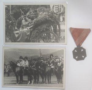 D/ Medaglie. Austria. Carlo I. 1916-1918. Croce ai militari feriti 1916. AE. Diametro mm. 29. SPL. Con nastrino. Con aggiunta di due cartoline.