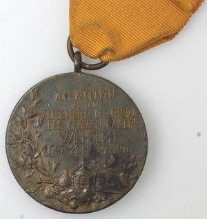 R/ Medaglie. Prussia. Medaglia 1897. Ae. Per il centenario del Kaiser Wilhelm I. Diametro mm. 39. Macchie altrimenti SPL+. Con nastrino.