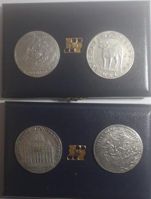 R/ Medaglie. Lotto di 4 riproduzioni della Zecca dello Stato. Ag. 835. 3 Piastre papali, 2 di Innocenzo XI e 1 di Urbano VIII e un Ducatone di Mantova. Peso totale ca 122 gr. In astucci da due pezzi.