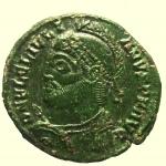 D/ Impero Romano. Giuliano II. 361-363 d.C. : Ae. D/ DN FL CL IVLI-ANVS PF AVG Busto verso sinistra. R/ VOT X MV LT XX In corona di alloro. In esergo H SIAN. Sirmium. RIC 108. Peso 3,2 gr. Diametro 21 mm. qSPL.