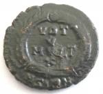 R/ Impero Romano. Gioviano. 363-364 d.C. AE.Sirmium. D/ DN IOVIANVS PF AVG. Busto diademato a destra. R/ VOT / V / MVLT / X entro corona. Sotto A SIRM. Peso gr. 2,74. Diametro 20 mm. qSPL. Patina marrone. Schiacciture di conio.