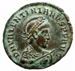 """D/ Impero Romano.Valentiniano II . Maiorina pecunia . 378-383 d.C. D\ Dominus Noster Valentinianus Pius Felix Augustus"""" busto di Valentiniano Armato e elmato verso destra R\GLORIA RO-MANORVM Valentiniano con mantello ed elmo su galea a sinistra una vittoria, in esergo SM K A,Cizico C.22 - RIC.14 b (R2) - LRBC.2374 - RC.4161 (45£) - MRK.159 /22 var..Peso 5,15 gr.Diametro 24,00 mm.SPL"""