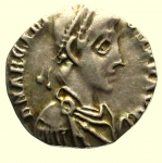 D/ Impero Romano. Arcadio. 383-408 d.C. Siliqua Mediolanum. Ag. : D\ D N ARCADI - VS P F AVG Busto diademato verso destra. R\ VIRTVS RO - MANORVM, Roma seduta verso sinsitra con vittoria e lungo scettro, in esergo MDPS. RIC (Honorius) 1227. Peso 1,2 gr. Diametro 14,7 mm. BB+.