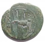 D/ Zecche Italiane - Messina.Ruggero II, Duca Normanno (1105-1154).Follaro piatto con Ruggero e Redentore.Sp. 53. MEC 162/164. Travaini 175. D'Andrea-Contreras 206.AE.g 4.60.mm 19,8 x 17,8. Buon BB+. Bella patina verde.RR. Per quanto riguarda le monete che riportano la sigla R II l'attribuzione rimane ancora incerta. Questo perché Ruggero, che ottenne il titolo di secondo Duca d'Apulia nel 1127, risulterebbe citato come 'secondo' da alcuni documenti e tarì in oro già prima del 1127. Travaini (1995) propone la concavità come probabile segno distintivo tra le monete di Ruggero II e quelle del padre Ruggero I.