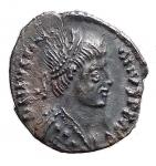 D/ Barbariche. Vitige. 536-540 d.C.Mezza Siliqua a nome di Giustiniano. Ag. D/ Busto diademato dell'imperatore. R/ Scritta in corona (VITIGES). Ranieri 300 (R3). Metlich 63. Peso gr. 1,4.SPL+.Intonsa con bella patina.RR.