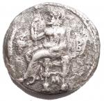 R/ Mondo Greco - Cilicia. Tarsos. Balakros, satrapo di Cilicia. 333-323 ac. Statere Ag. 22,3 mm. 10,23 g. d/ Baaltars seduto a sinistra con in mano uno scettro con la punta di loto; a sinistra orecchio di grano e grappolo d'uva; a destra B; sotto il trono, M. r/ Busto drappeggiato di Athena rivolto leggermente a sinistra con elmo attico crestato. qBB. Raro. ex Rauch