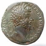 obverse: Impero Romano. Marco Aurelio. Roma. 161-180 d.C. Sesterzio. 163-164 d.C. D\ M AVREL ANTON[INVS] - AVG ARMENIACVS P M, Testa laureata a destra. R\ VICT AVG TR P X[V]III IMP II - [C]OS III, la Vittoria stante verso destra, tiene un trofeo; ai suoi piedi l'Armenia sconfitta; ai lati S - C. RIC 890 var; C 984. Peso 2,82 gr. Diametro 33,00 mm. qSPL. Patina verde.___