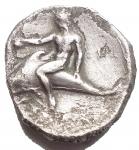 D/ Mondo Greco - Calabria. Taranto.3° Seca.C.Statere.Ag.D/ Cavaliere su cavallo al passo a destra R/ Taras su delfino a sinistra. Peso 7,11 gr. Diametro 19,3 x 20,3 mm. MB-qBB