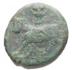 R/ Mondo Greco - Campania. Neapolis. 3° Sec a.C.Ae. D/ Testa laureata di Apollo a sinistra. R/ Toro androcefalo a sinistra, sopra anfora. Peso gr. 3,77. Diametro mm. 17,84. MB+/qBB.R. Patina verde
