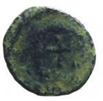 R/ Impero Romano. Teodosio II. 406-450 d.C. Follis. D/ DN THEODO-SIVS PF AVG Busto con diadema verso destra. R/ Crocetta in corona d' alloro. Peso 1,10 gr. Diametro 13,33 mm. MB. Patina. R.