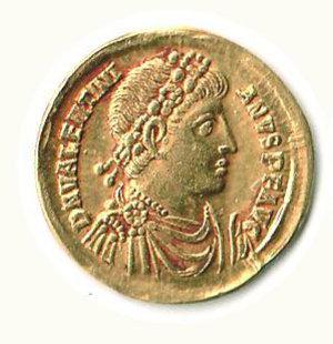 D/ Roma - Valentiniano I (364-375) - Solido zecca Antiochia; D/ Busto diademato; R/ Imperatore stante con vittoriola - Particolarmente rara l'emissione con croce nel campo e il nome di zecca compreso tra due stelle - Cohen 24 e segg. SPL
