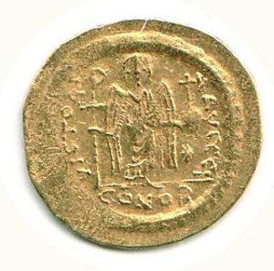 D/ GIUSTINIANO I (527-565) - Solido; D/ Busto elmato e corazzato di fronte; R/ Vittoria stante con croce e globo crucigero - Peso g. 4,5 - Ratto 444. - - AU - q.BB