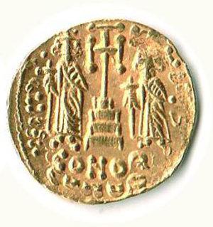 R/ Roma - Costantino IV-Eraclio-Tiberio (668-680) - Solido; D/ Busto coronato di Costantino IV; R/ Eraclio e Tiberio su scala a tre gradini tra una lunga croce - Provenienza - Crippa. R - SPL+