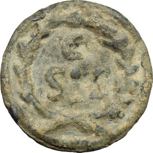 R/  PB Tessera, c. 1st-3rd century AD.  D/ Bust of Minerva (?) right, helmeted. R/ C / SIS within wreath. cf. Bertolami e-auction 39/464. PB. g. 3.71  mm. 19.00    About VF.