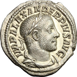 D/ Severus Alexander (222-235). AR Denarius, 233 AD.  D/ Bust right, laureate, draped, cuirassed. R/ Sol standing left, raising right hand and holding in left whip. RIC 120. AR. g. 3.12  mm. 20.00    About EF.