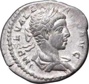 D/ Severus Alexander (222-235). AR Denarius, 228-231.  D/ Bust right, laureate, draped, cuirassed. R/ Victoria advancing right, holding palm and wreath. RIC 215d. AR. g. 2.74  mm. 19.00    VF/About VF.