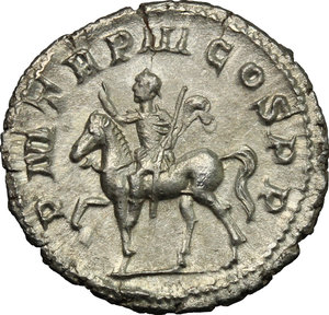 R/ Gordian III (238-244). AR Denarius, 240 AD.  D/ Bust right, laureate, draped, cuirassed. R/ Emperor riding left, raising right hand and holding spear in left. RIC 81. AR. g. 3.14  mm. 20.00   From masterly engraved dies. About EF.