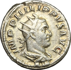D/ Philip I (244-249). AR Antoninianus, 247-249.  D/ Bust, radiate, draped, cuirassed. R/ Four standards. RIC 62. AR. g. 4.19  mm. 22.00    VF/About VF.