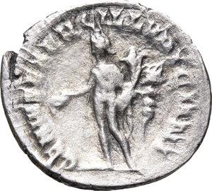 R/ Trajan Decius (249-251). AR Antoninianus, 249-251.  D/ Bust right, radiate, draped, cuirassed. R/ Genius standing left, holding patera and cornucopiae; behind, standard. RIC 18. AR. g. 3.22  mm. 23.00    Good F.