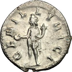 R/ Trajan Decius (249-251). AR Antoninianus, Mediolanum mint, 250-251.  D/ Bust right, radiate, draped, cuirassed. R/ Genius standing left, wearing modius on head and short cloak, holding patera and cornucopiae. RIC 38. AR. g. 3.66  mm. 22.00    About EF/Good VF.