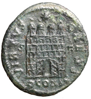 R/ Constantius II (337-361). Arles. AE3. FL IVL CONSTANTIVS NOB C, laureate, draped and cuirassed bust left / VIRTVS CAESS, camp-gate with open doors and four turrets between S F, star above; QCONST in exergue. RIC 323 AE g. 2,85. about EF
