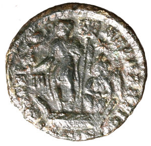 R/ Constantius Gallus Caesar (351-354). Siscia. AE2. D N CONSTANTIVS IVN NOB C. Bareheaded, draped and cuirassed bust r.; A behind to l. R/ FEL TEMP REPARATIO, Constantius standing l. on galley, holding labarum and phoenix upon globus; Victory to right, steering galley; III to l., star above. BSIS in exergue.  RIC 329 AE g. 3,82. about EF