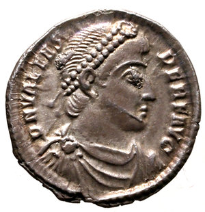 D/ Valens (364-367). Antiochia. Siliqua. DN VALENS AVG Pearl-diademed, draped, and cuirassed bust right R/ RESTITV-TOR REIP Emperor standing facing, head right, holding labarum and Victory on globe; ANT in exergue.  RIC 7b AR g. 2,14. EF