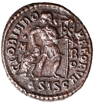 R/ Gratianus (367-375). Siscia. AE3. DN GRATIANVS P F AVG Diademed, draped and cuirassed bust r. R/ GLORIA RO-MANORVM, Emperor, in military attire, walking r., head turned l., holding labarum in his l. hand, placing his r. hand on head of a kneeling captive r., hands bound behind back; :/M in l field, (star)/ R/ O in r. field; ASISC in exergue. RIC 14/XVI AE g. 2,26. about EF