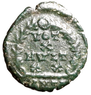 R/ Arcadius (383-408). Antiochia. AE4. D N ARCADIVS P F AVG, pearl diademed, draped, and cuirassed bust r. R/ VOT/ X/ MVLT/ XX in four lines within wreath; ANTΓ in exergue. RIC 56d AE g- 1, 19. about EF