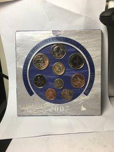 obverse: Great Britain.  Elizabeth II (1952-).. Brilliant Uncirculated coin set 2007