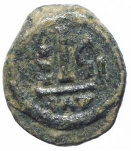 reverse: Bizantini. Leontius. 695-698 d.C. Decanummo. AE. Ravenna. D\ [D LE]ON PE AV. Busto frontale. R\ Grande I ANN C II. Peso gr. 2,55. Diametro mm. 17,00. qBB\BB+. RRR.