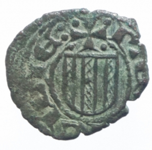 reverse: Zecche Italiane. Messina. Ferdinando I d Aragona. 1412-1416. Denaro. stemma aragonese sormontato da croce. MIR.224. Peso 0,65 gr. Diametro 15,61 mm. BB+. NC.^^