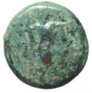 reverse: Mondo Greco. Lucania. Poseidonia. 420-405 a.C. AE. D/ Poseidone avanza a destra. R/ Toro cozzante a sinistra. AE. SNG Mun.1080. Peso 1,80 gr. BB.