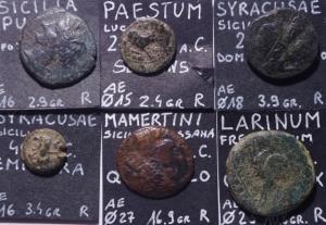 obverse: Lotti.Mondo Greco.Lotto di 6 monete Magna Grecia e Sicilia Greca, provenienti da vecchia collezione,presenti Larinum,Siracusa 2,Mamertini,Paestum,Sicilia punica,mediamente BB