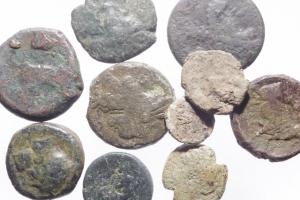 obverse: Lotti.Mondo Greco.Lotto di 10 monete in ae di area magno greca, presenti Arpi,Neapolis,Siculo punica,Siracusa,Eraclea ecc..Mediamente MB\qBB