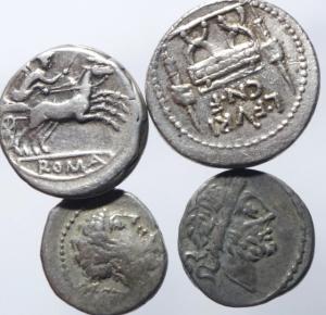 obverse: Lotti.Repubblica Romana.Lotto di 4 monete 2 denari, anonimo e Furia e 2 quinari, mediamente BB