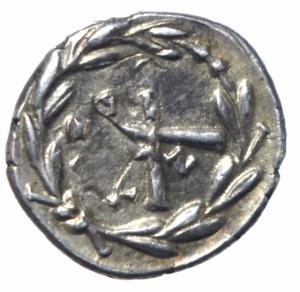 reverse: Mondo Greco. Acaia. Lega Achea. Antigoneia (Mantinea). ca 188-180 a.C. Triobolo. Ag. D\ Testa di Zeus a destra. R/ Monogramma della lega achea, A–N attraversano il campo, EY in corona. Benner 9; BCD Peloponnesos 1492.3; HGC 5, 926. Peso 2,39 gr. Diametro 16,00 mm. BB+. Ex CNG 308, lotto 103.
