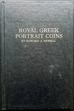 obverse: Newell E.T., Royal Greek Portrait Coins. Whitman Publishing Company, Racine (Wisconsin). Originally published 1937 by Wayte Raymond. Being an illustrated treatise on the portrait coins of the various kingdoms, and containing historical references to their coinages, mints, and rulers. Copertina rigida, 128pp., illustrazioni B/N. Ottime condizioni