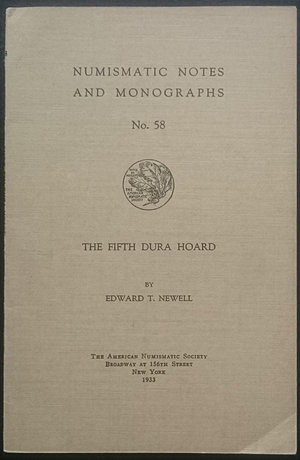 obverse: Newell E.T., The Fifth Dura Hoard. Numismatic Notes and Monograph No. 58. The American Numismatic Society, New York 1933. Brossura editoriale, 14pp., 2 tavole B/N, testo inglese. Buone condizioni