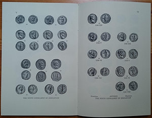 reverse: Boyce A.A., Festal and Dated Coins of the Roman Empire: Four Papers. Numismatic Notes and Monographs No. 153. The American Numismatic Society, New York 1965. Brossura editoriale, 102pp., 15 tavole B/N, testo inglese. Ottime condizioni