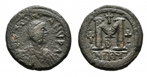 D/ GIUSTINIANO I (527-565), Nicomedia. AE Follis (28 mm. - 16,06 gr.). D.\: Diademed, draped, and cuirassed bust right. R.\: Large M between crosses; cross above;B below; NIKM in exergue. qBB.