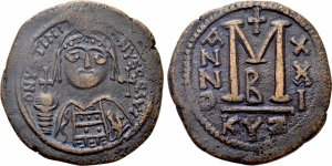 obverse: GIUSTINIANO I (527-565), Cizico. AE Follis (20,13 gr. - 36 mm.). D.\: D N VSTINIANVS (sic) P P AVG (P s retrograde). Helmeted and cuirassed bust facing, holding globus cruciger and shield decorated with horseman motif; cross to right. R.\: Large M; A/N/N/O - X/X/I across field; cross above, B below; KYZ. Sear 207. qSPL.