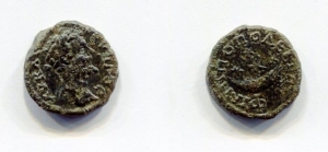 obverse: Septimius Severus (193-211), Pilippopolis. AE Bronze (4,54 gr. – 18 mm.). D.\: laureate head right; R.\: 4 star in crescent moon. BMC 32. qSPL. NC.