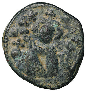 D/ Islamic. Arab-Byzantine, Umayyad Caliphate. Æ Fals. Hims (Emesa), circa AD 685-690. 3.50 gr. – 19.7 mm. O:\ Crowned imperial bust facing, holding globus cruciger; KAΛON downwards to left, wavy line to right of crown, bi-hims in Arabic and star to right. R:\ Large cursive M above exergual line; star flanked by two annulets above, EMI downwards to left, CIC downwards to right, tayyib in Arabic in exergue. SICA I 539-42; Goodwin 14 var. Rare. aXF