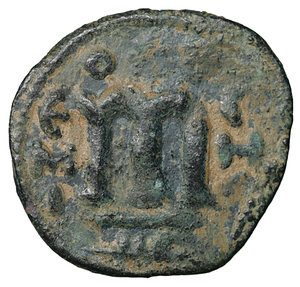 R/ Islamic. Arab-Byzantine, Umayyad Caliphate. Æ Fals. Hims (Emesa), circa AD 685-690. 3.50 gr. – 19.7 mm. O:\ Crowned imperial bust facing, holding globus cruciger; KAΛON downwards to left, wavy line to right of crown, bi-hims in Arabic and star to right. R:\ Large cursive M above exergual line; star flanked by two annulets above, EMI downwards to left, CIC downwards to right, tayyib in Arabic in exergue. SICA I 539-42; Goodwin 14 var. Rare. aXF