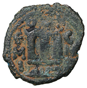 R/ Islamic. Arab-Byzantine, Umayyad Caliphate. Æ Fals. Hims (Emesa), circa AD 685-690. 3.70 gr. – 19.0 mm. O:\ Crowned imperial bust facing, holding globus cruciger; KAΛON downwards to left, wavy line to right of crown, bi-hims in Arabic and star to right. R:\ Large cursive M above exergual line; star flanked by two annulets above, EMI downwards to left, CIC downwards to right, tayyib in Arabic in exergue. SICA I 539-42; Goodwin 14 var. Rare. aXF