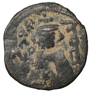 D/ Islamic. Arab-Byzantine, Umayyad Caliphate. Æ Fals. Hims (Emesa), circa AD 685-690. 3.70 gr. – 19,7 mm. O:\ Crowned imperial bust facing, holding globus cruciger; KAΛON downwards to left, wavy line to right of crown, bi-hims in Arabic and star to right. R:\ Large cursive M above exergual line; star flanked by two annulets above, EMI downwards to left, CIC downwards to right, tayyib in Arabic in exergue. SICA I 539-42; Goodwin 14 var. Rare. aXF
