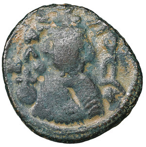 D/ Islamic. Arab-Byzantine, Umayyad Caliphate. Æ Fals. Hims (Emesa), circa AD 685-690. 3.60 gr. – 19,2 mm. O:\ Crowned imperial bust facing, holding globus cruciger; KAΛON downwards to left, wavy line to right of crown, bi-hims in Arabic and star to right. R:\ Large cursive M above exergual line; star flanked by two annulets above, EMI downwards to left, CIC downwards to right, tayyib in Arabic in exergue. SICA I 539-42; Goodwin 14 var. Rare. aXF